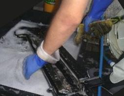 外した部品を洗浄
