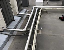 冷媒管ラッキング作業(屋上)