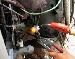圧縮機接続部ガス溶接